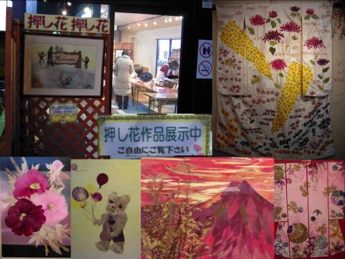 虹の郷の押し花の作品展示中の風景写真