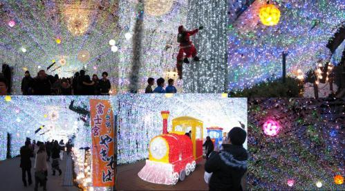 クリスマスイルミネーションのトンネル内にはサンタクロースと富士宮やきそばの店舗があった写真