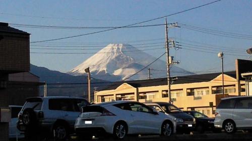 年末クリスマスの雪が積もった富士山