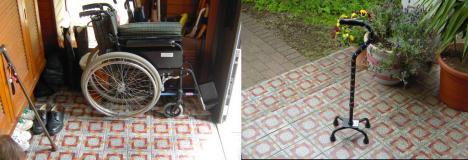 実家で81歳なる母が使用する車椅子と四つ足の杖の写真画像