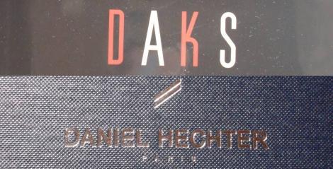 韓国の叔母の娘さんからの韓国土産のDAKSのスカーフとDANIEL HECHTERのネクタイのデジカメ写真