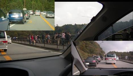 富士六湖の赤池の橋付近になると渋滞で人が群がっていたデジカメ写真