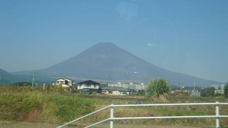 国道246バイパス走行中の車内から撮った富士山のデジカメ写真