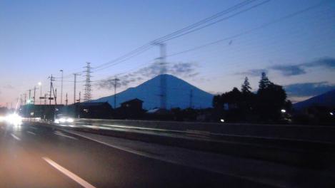 富士山の夕暮れ写真で帰りの東富士五湖道路からデジカメ撮影写真