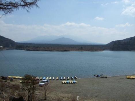 精進湖から撮った富士山のデジカメ写真