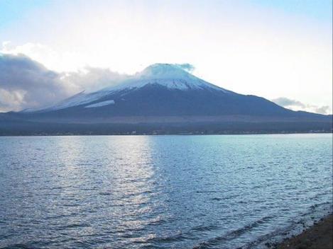 山中湖から撮った富士山のデジカメ写真