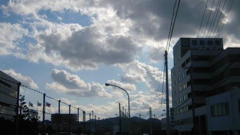 青空と雲で爽快な靜岡県東部地方の正月の空をデジカメ写真でゲットしてみた