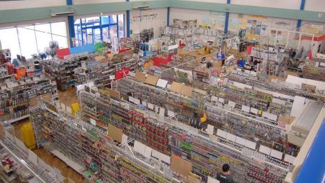 沼津市のつり具イシグロの店内のデジカメ写真