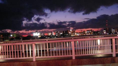 沼津市黒瀬橋から撮った夕暮れ沼津市街風景のデジカメ写真画像