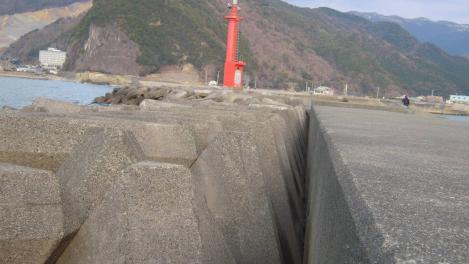 宇久須港のテトラポット付近のデジカメ写真