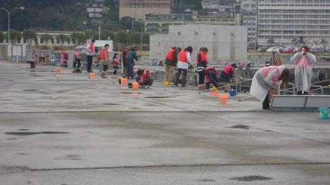 熱海港海釣り施設釣りコンテストの様子をデジカメ写真で撮った