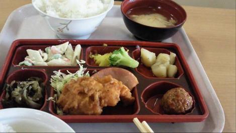 特盛り弁当を病院食堂で嫁と食べたデジカメ写真