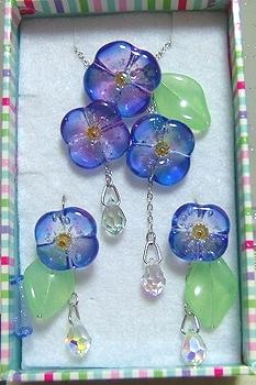 紫陽花のネックレス&ピアス(葉っぱ付き)