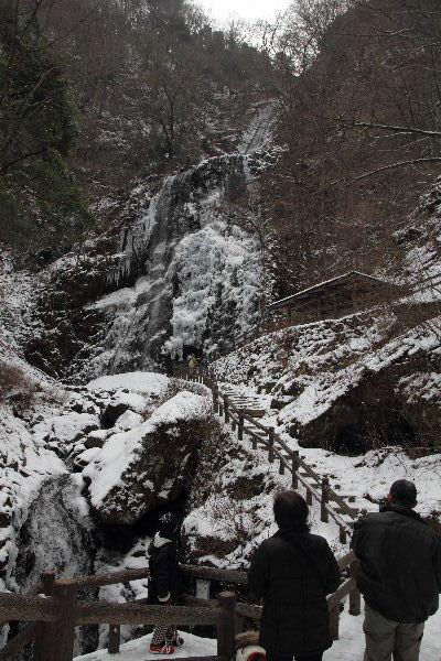 白猪の滝・氷瀑 130120 02