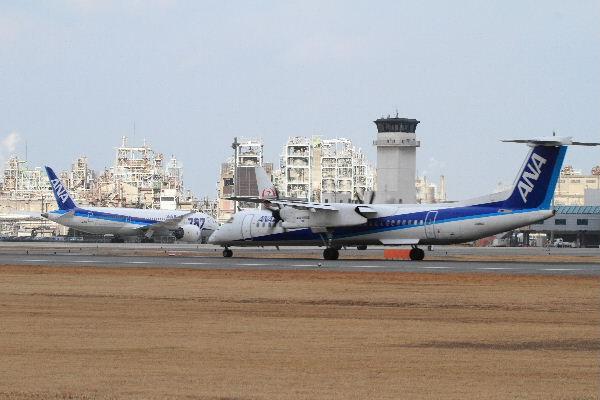 AKX DHC-8-412 JA850A 130126 04