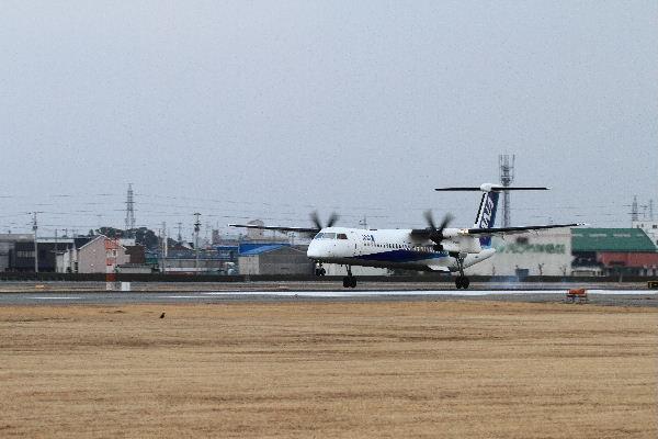 AKX DHC-8-412 JA850A 130126 03