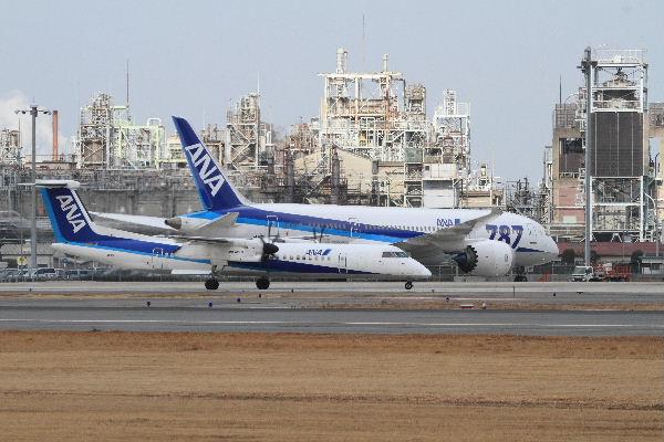AKX DHC-8-412 JA850A 130126 05