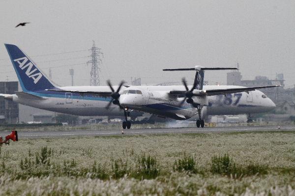 AKX DHC-8-402Q JA460A RJOM 130606 02