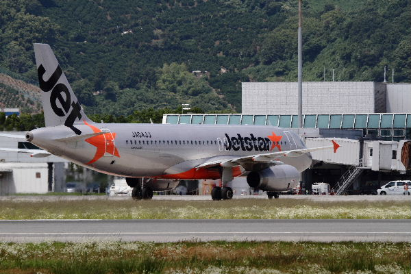 GK A320-232 JA04JJ RJOM 130611 07