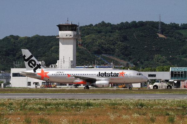 GK A320-232 JA04JJ RJOM 130611 10
