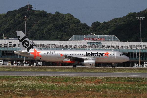 GK A320-232 JA04JJ RJOM 130611 13