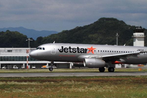 GK A320-232 JA04JJ RJOM 130611 15