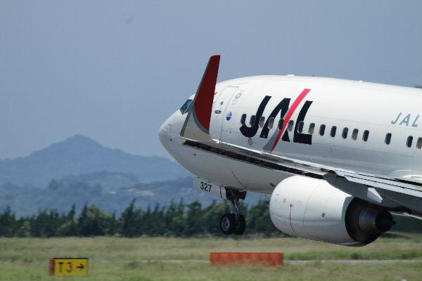 JL B787-846 JA327J RJOM 130710 02