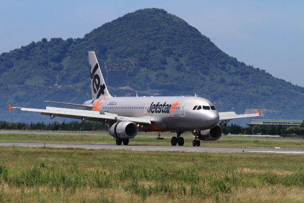 GK A320-232 JA02JJ RJOM 130710 01