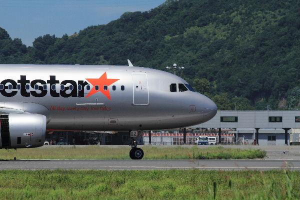 GK A320-232 JA02JJ RJOM 130710 03