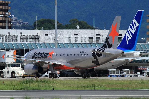 GK A320-232 JA02JJ RJOM 130710 04