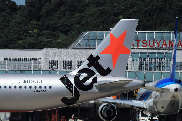 GK A320-232 JA02JJ RJOM 130710 05