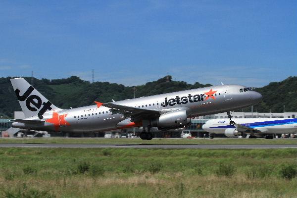 GK A320-232 JA02JJ RJOM 130710 06