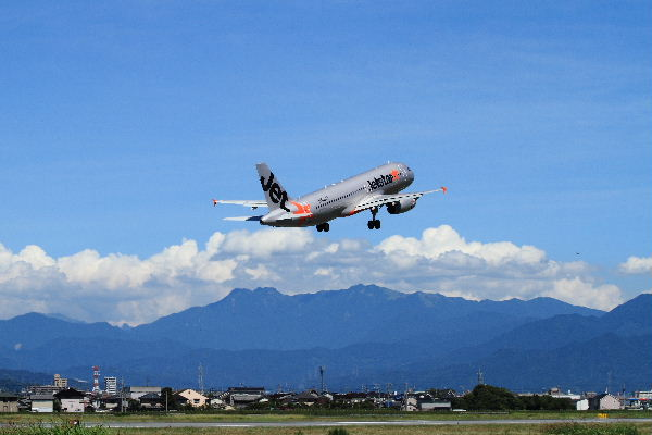 GK A320-232 JA02JJ RJOM 130710 07