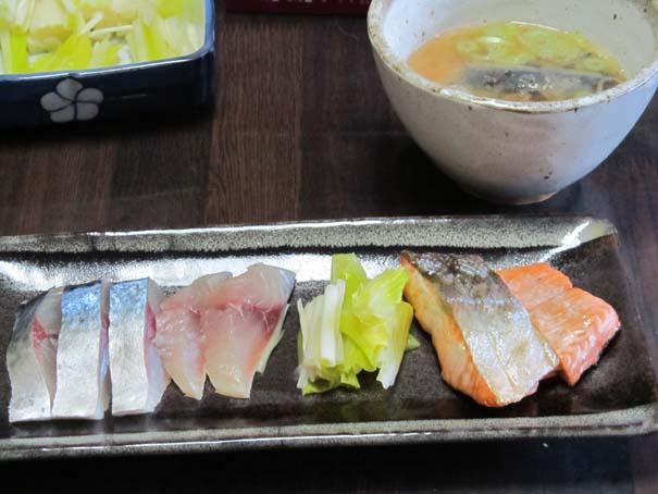 由良漁港水揚げの魚で朝食