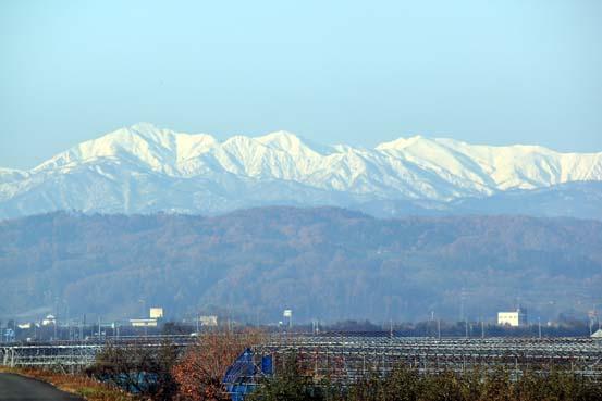 朝日の連山