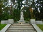 兵士の墓にある女性の像