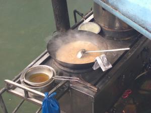 遊覧船の料理場