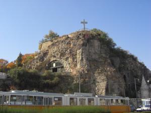 洞窟教会とゲッレールトの丘