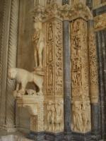 聖ロヴロ大聖堂の入り口