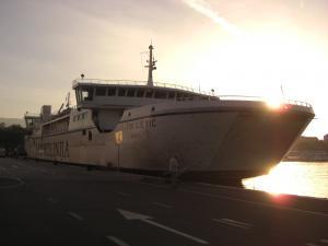 フヴァル島行きフェリー