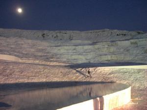 石灰棚と月