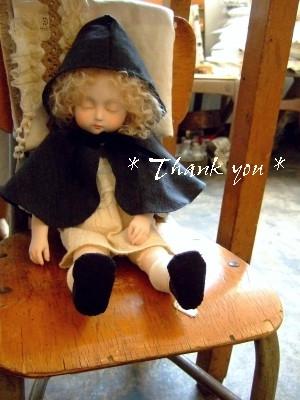青木 萌 * 眠る子に、暖かなケープとお靴が仲間入り。