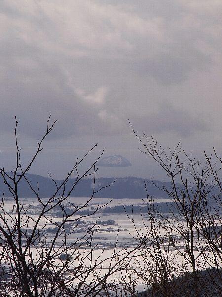 白い竹生島