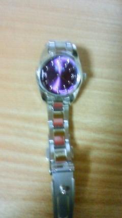 紫の腕時計