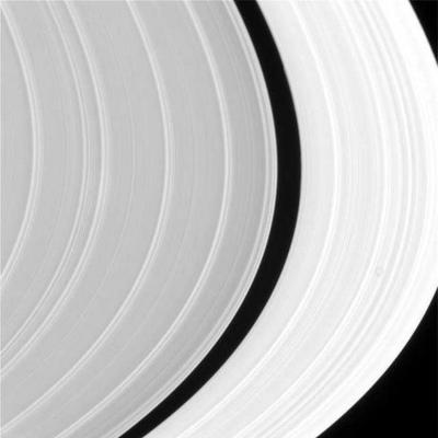 600px-SaturnRings.jpg