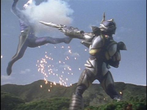 ウルトラマンアグルにキャノン砲を放つアルギュロス
