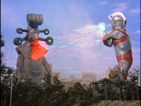 メタリウム光線でギーゴンを倒した