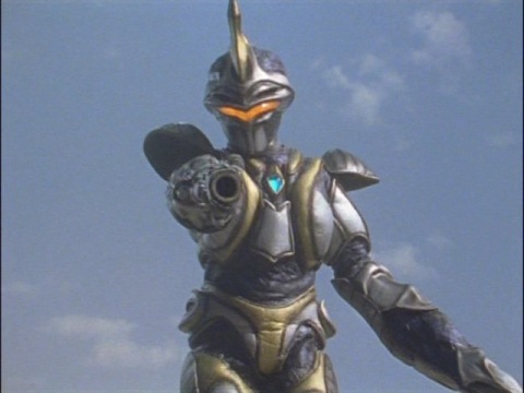 右腕をキャノン砲に変えてウルトラマンアグルに迫るアルギュロス