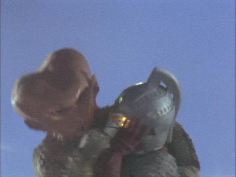 宇宙メリケンを使ってウルトラセブンを攻撃するバド星人