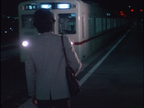 バム星人の四次元に続く電車に乗り込む矢的隊員